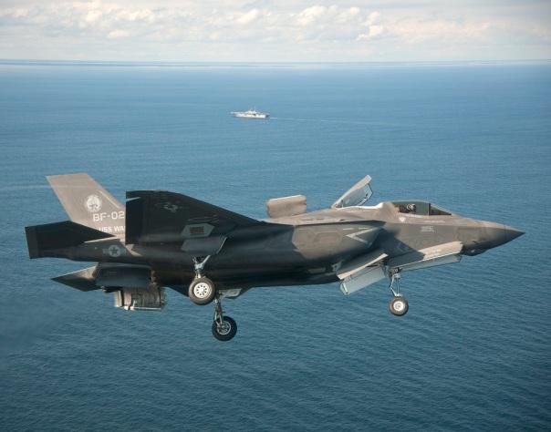 f-35b-vertical-landing-at-sea-2