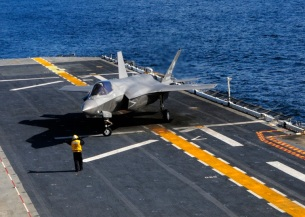 f-35b-vertical-landing-at-sea-6