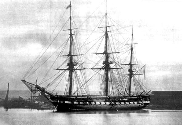 Fregata_Partenope_nel_Porto_di_Napoli