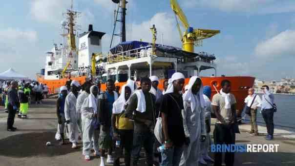 i-migranti-arrivati-a-bordo-della-nave-aquarius-2