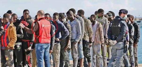 Italia: Migranti arrivano a Pozzallo