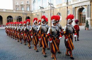 (FELICI)- ** FOTO ARCHIIO - SIMBOLICHE - SCANDALO IOR: ARRESTATO PRELATO E UN FUNZIONARO DEI SERVIZI SEGRETI ** Citta' del Vaticano, 06/05/2005 - Cerimonia di giuramento delle Guardie Svizzere al Benedetto XVI. Foto Felici/ {TM News - Infophoto} Citazione obbligatoria {TM News - Infophoto} ------ SCANDALO IOR: ARRESTATO PRELATO E UN FUNZIONARO DEI SERVIZI SEGRETI