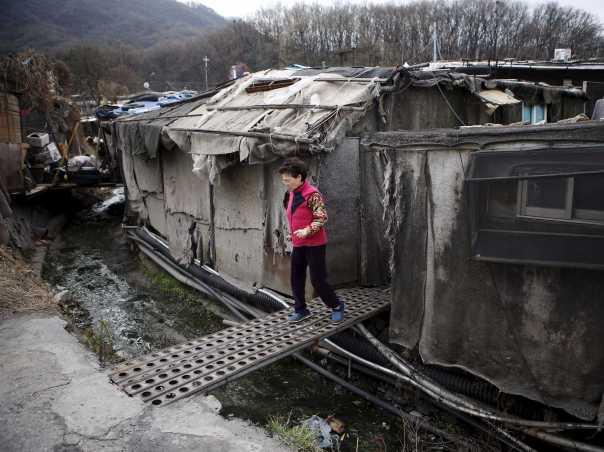 go-inside-the-last-surviving-slum-of-seouls-glitzy-gangnam-district-before-south-korea-demolishes-it