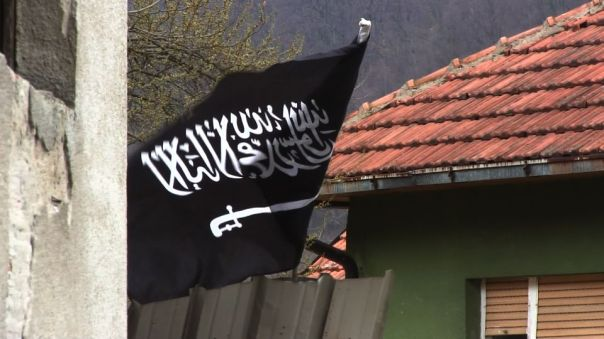 1448911227-bandiera-nera-gornja-maoca