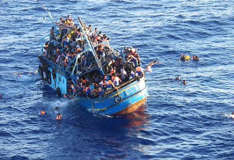 1460968064730.jpg--mediterraneo__ecatombe_di_migranti__si_ribalta_un_barcone__400_i_dispersi