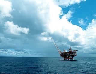 2015-02-19-libia-piattaforma-petrolifera-eni