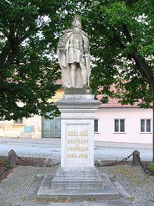 Jiri_z_Podebrad_statue