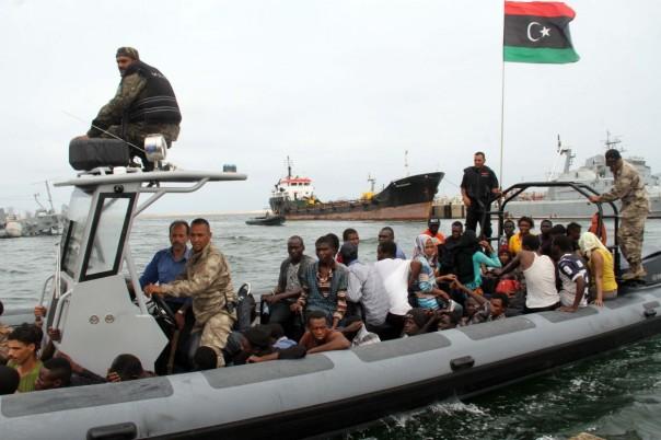 27est3-libia-migranti-scafista