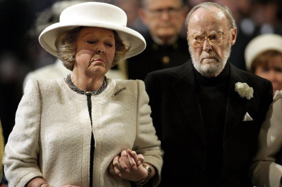 Dutch Queen Beatrix abdicates, eldest son to succeed