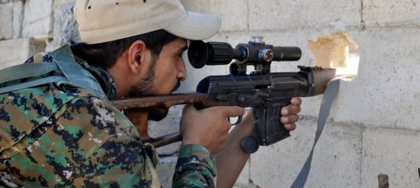 Franco-tiratore-curdo-delle-Forze-democratiche-siriane-DSC_0108-e1499755416788-1413x636-1
