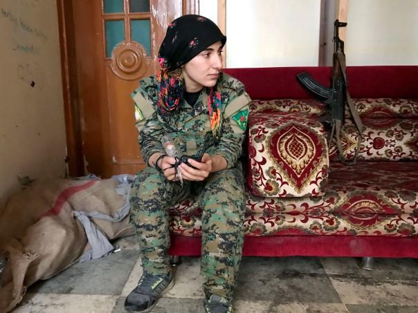 Giovane combattente curda a Raqqa IMG_6507