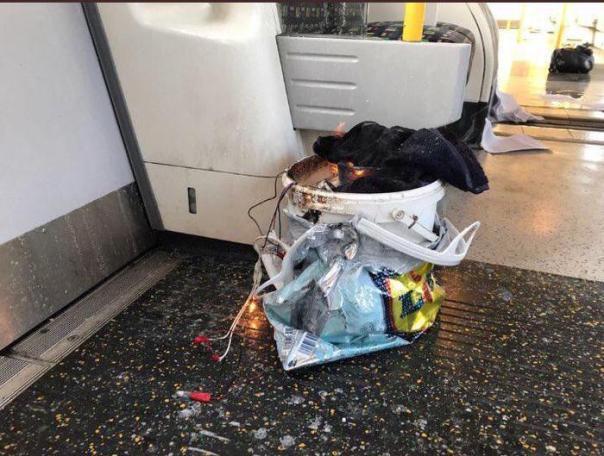 ++ Londra: testimoni, 'palla di fuoco su treno metro' ++
