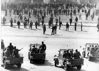 1968 1 marzo Roma Inizio degli scontri a Valle Giulia, facoltˆ di Architettura