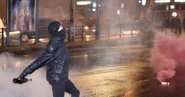 Scontri Torino: 'da corteo bombe carta con schegge metallo'