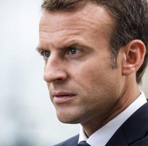 Emmanuel-Macron-uno-psicopatico-in-crisi-di-nervi-300x296