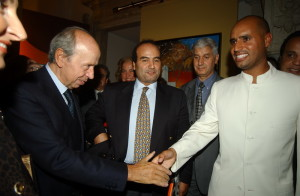 2.-Saif-figlio-di-Gheddafi-e-Lamberto-Dini-1998-300x196