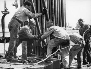COPERTINA-Operai-dellENI-in-Libia-1960-300x228