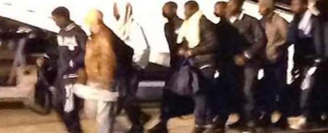 spariti-i-clandestini-tunisini-che-dovevano-essere-rimpatriati-e-rimasti-per-un-guasto-in-aereo-in-Italia-adnkronos-670x274